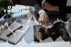 Online-handel internetinvestering Affärs- och teknologibegrepp Royaltyfria Foton