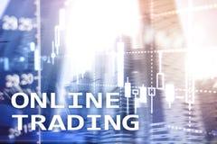Online handel, rynek walutowy, Inwestorski poj?cie na zamazanym centrum biznesu tle obraz royalty free
