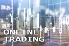 Online handel, rynek walutowy, Inwestorski poj?cie na zamazanym centrum biznesu tle zdjęcia stock