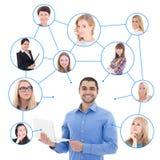 Online het dateren concept - knappe mens met laptop en zijn sociaal Stock Afbeeldingen