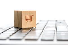 online het winkelen en elektronische handelconcept Royalty-vrije Stock Foto