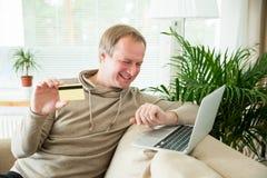 online het winkelen en elektronische handelconcept Stock Afbeelding