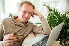 online het winkelen en elektronische handelconcept Royalty-vrije Stock Afbeeldingen