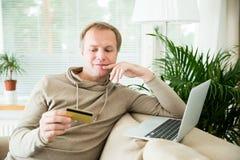 online het winkelen en elektronische handelconcept Royalty-vrije Stock Afbeelding