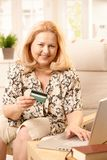 Online kobieta starszy zakupy Zdjęcie Stock