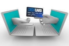 Online Kopend - Creditcard en Laptops Royalty-vrije Stock Afbeeldingen