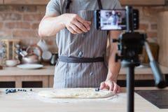 Online kulinarny przedstawienie blogu wideo strumienia szefa kuchni kucharz fotografia stock