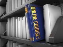 Online-kurser - titel av den blåa boken Arkivfoton