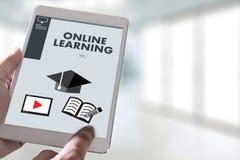 ONLINE-LÄRANDE expertis för uppkopplingsmöjlighetteknologicoachning undervisar Di Royaltyfria Foton