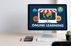 ONLINE-LÄRANDE uppkopplingsmöjlighetteknologi som arbeta som privatlärare åt online-expertis T Royaltyfri Bild