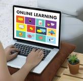 ONLINE-LÄRANDE uppkopplingsmöjlighetteknologi som arbeta som privatlärare åt online-expertis T Arkivbilder