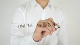 Online-marknadsföring som är skriftlig på exponeringsglas Royaltyfri Foto