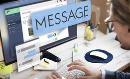 Online-meddelandeEmail Digital som pratar begrepp Arkivfoton