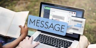 Online-meddelandeEmail Digital som pratar begrepp Royaltyfri Fotografi