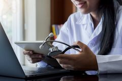 Free Online Medical, E Health Or Medical Network Concept. Royalty Free Stock Photos - 190187388