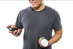Online opdracht gevend tot Supplementen via Mobiele Telefoon Stock Fotografie