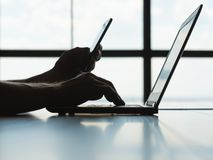Online płatniczej autoryzaci telefonu komórkowego hasło zdjęcia royalty free