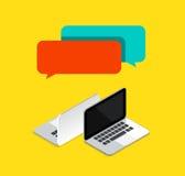 Online-pratstunder mellan begreppet för 2 datorer också vektor för coreldrawillustration Arkivfoto