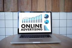ONLINE RECLAMEwebsite Marketing, Updatetendensen Reclame Royalty-vrije Stock Foto