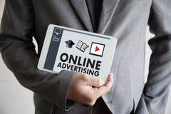 ONLINE RECLAMEwebsite Marketing, Updatetendensen Reclame Stock Afbeeldingen