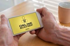 Online rekrutacyjny pojęcie na smartphone obraz royalty free
