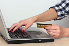 Online Shopping. Young woman shopping online with laptop and credit card Royalty Free Stock Photos