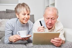 Online shopping concept with senior couple. Using tablet computer Royalty Free Stock Photography