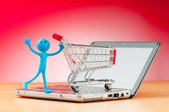 online-shopping för datorbegreppsinternet royaltyfri bild