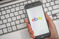 Online-shopping på eBay Arkivbilder