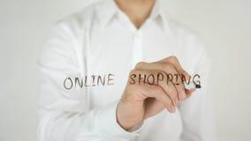 Online-shopping som är skriftlig på exponeringsglas Arkivbilder