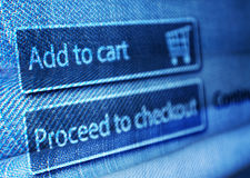 Online-shopping - tillfoga till korgknappen på LCD-skärmen Royaltyfria Foton