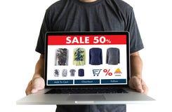 Online-shopping tillfogar till köpet Sale Digital för vagnsdet online-beställningslagret Arkivfoto