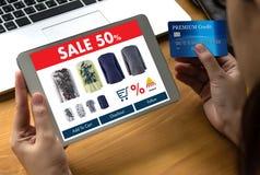 Online-shopping tillfogar till köpet Sale Digital för vagnsdet online-beställningslagret Royaltyfria Bilder