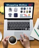Online-shopping tillfogar till köpet Sale Digital för vagnsdet online-beställningslagret Arkivfoton