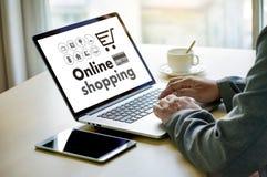 Online-shopping tillfogar till Sale för köpet för vagnsbeställningslagret online-shopping Royaltyfri Bild