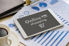 Online-shopping tillfogar till Sale för köpet för vagnsbeställningslagret online-shopping Fotografering för Bildbyråer
