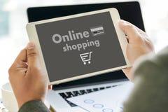 Online-shopping tillfogar till Sale för köpet för vagnsbeställningslagret online-shopping Arkivfoto