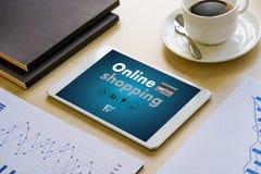 Online-shopping tillfogar till Sale för köpet för vagnsbeställningslagret online-shopping Royaltyfria Foton
