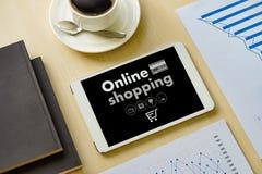 Online-shopping tillfogar till Sale för köpet för vagnsbeställningslagret online-shopping Arkivbild