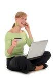 online-shoppingkvinna Royaltyfri Foto