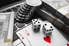 Online-slå vad för poker som är högkvalitativt Royaltyfria Foton