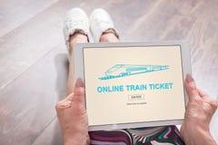 Online taborowego bileta pojęcie na pastylce Zdjęcie Royalty Free