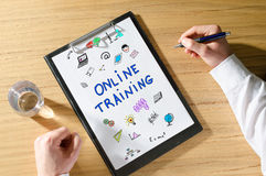 Online training concept on a desk Royalty Free Stock Photography
