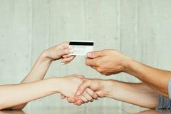 Online van de de handdrukovereenkomst van de geldlening de overdrachtkaart royalty-vrije stock fotografie