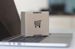 Online wózek na zakupy zdjęcie stock