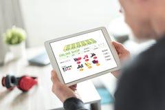 Online winkelconcept op een tablet royalty-vrije stock afbeelding