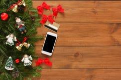 Online, zahlend für Weihnachtsdekorhintergrund lizenzfreies stockfoto