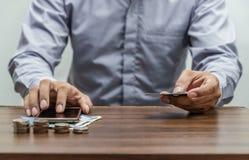 Online zakupy, online bankowość i internet bankowości pojęcie Zdjęcia Royalty Free