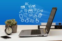 Online zakupy pojęcia ikony unosi się z laptopu ekranu Obraz Stock