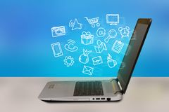Online zakupy pojęcia ikony unosi się z laptopu ekranu Fotografia Stock